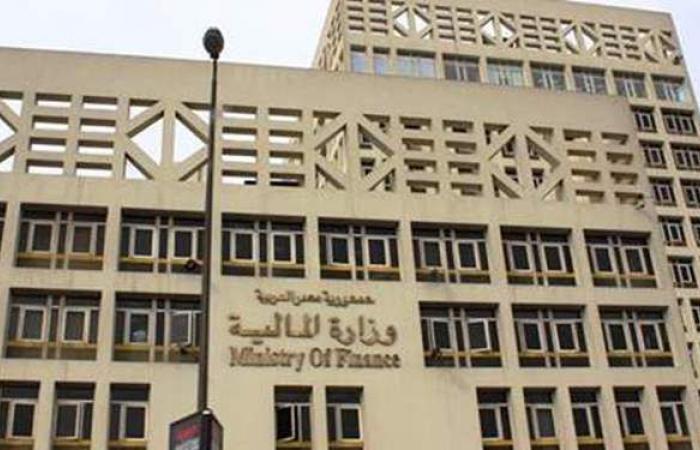 """تغريم وكيل أول وزارة بـ""""المالية"""" تقاضى أموالا من """"الداخلية"""""""