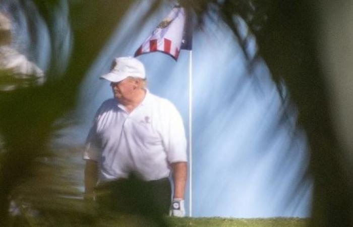 دونالد ترامب يلعب الغولف بدلًا من مشاهدة محاكمته