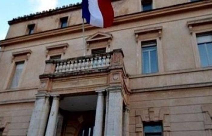 ضد التطبيع والتدخل الاستعماري.. وقفة احتجاجية أمام السفارة الفرنسية في تونس