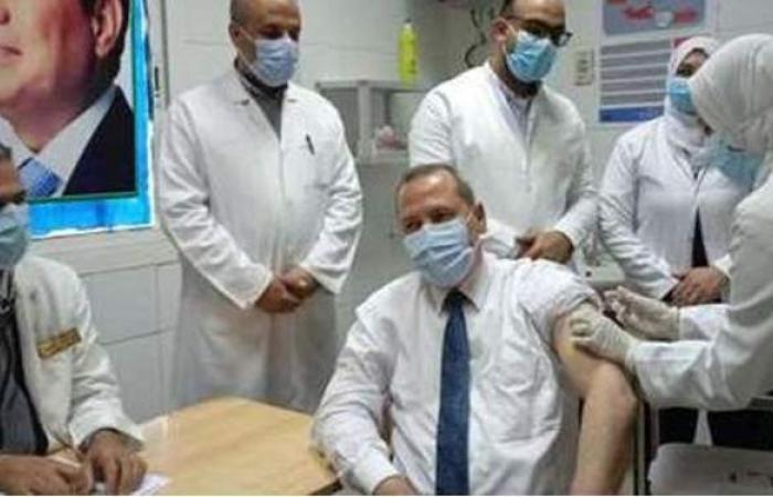 استمرار تطعيم الكوادر الطبية بلقاح كورونا في قنا