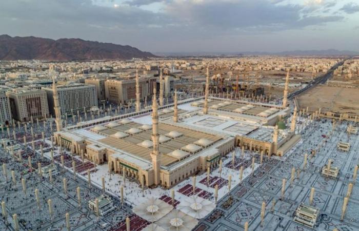 فرق ميدانية على مدار الساعة ومعقمات صديقة للبيئة بالمسجد النبوي