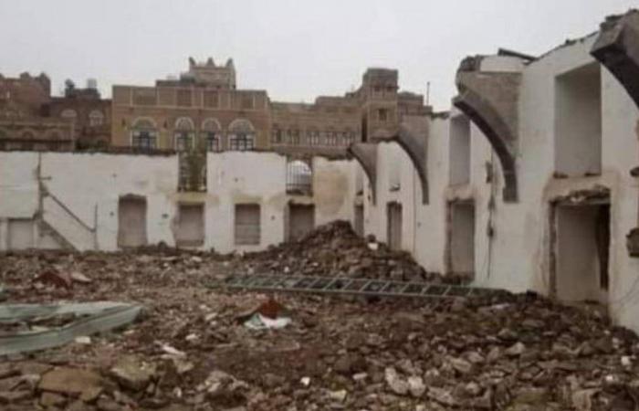 ميليشيا الحوثي تهدم مسجدًا بناه أحد الصحابة وتُسويه بالأرض