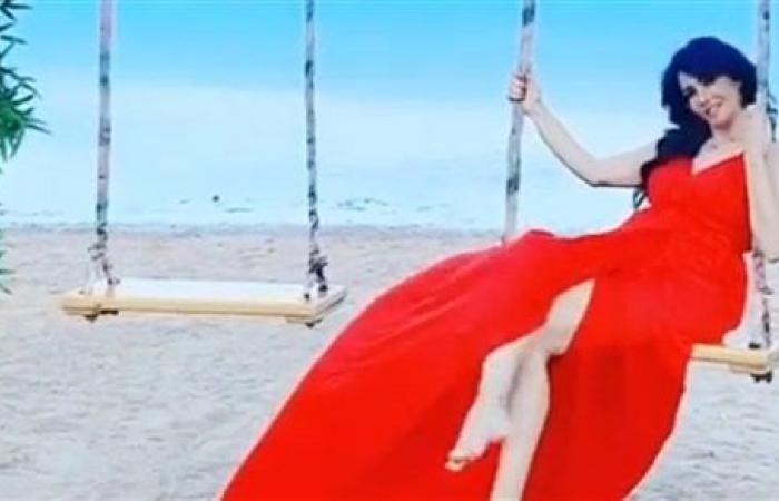 بفستان أحمر.. لقاء سويدان تنشر فيديو بـ المرجيحة