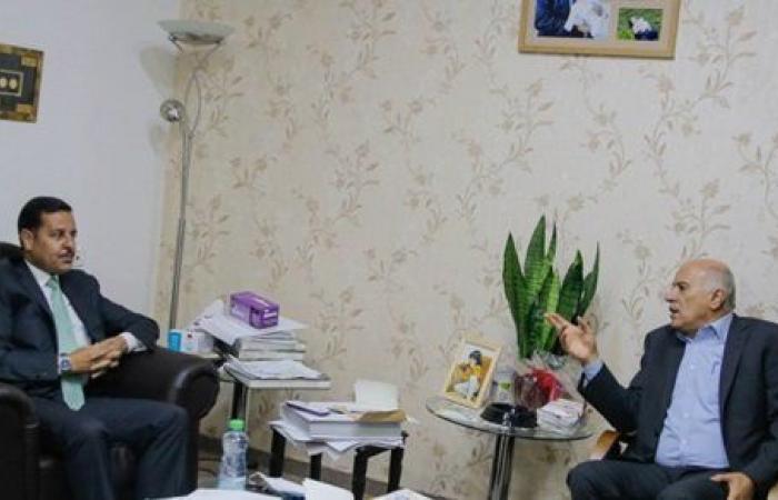 أمين سر حركة فتح يطلع السفير الأردني على آخر المستجدات السياسية الفلسطينية