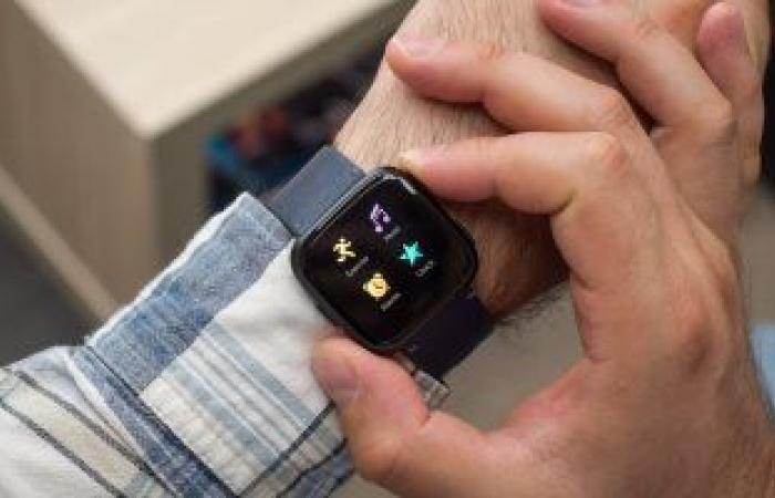 فيس بوك يستعد لطرح ساعة ذكية لمنافسة Apple Watch فى 2022