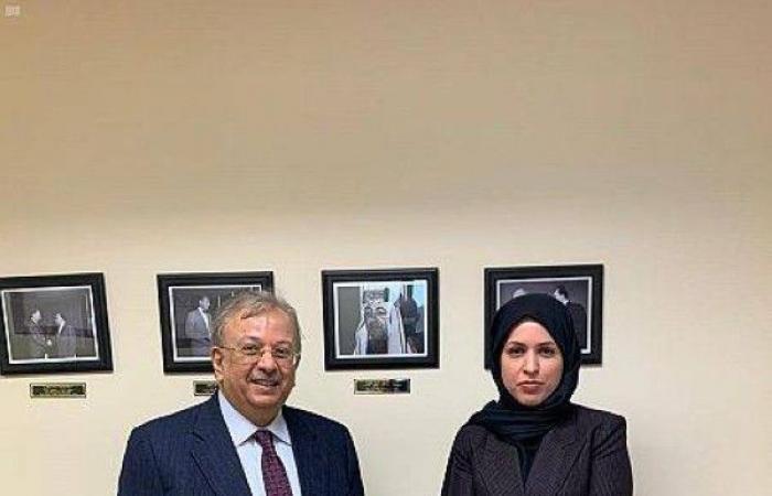 المعلمي يبحث تحديات المنطقة مع المجموعة العربية