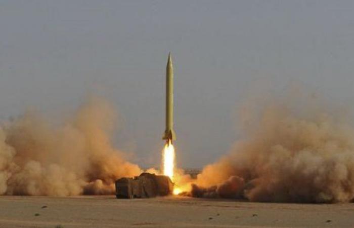 وزير الدفاع يشيد بقوته الرادعة.. إيران تختبر صاروخا متطورا جديدا