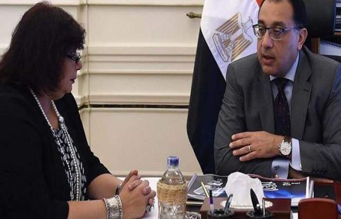 مدبولي يستعرض تقريرا من وزيرة الثقافة حول إطلاق فعاليات المسارح المتنقلة