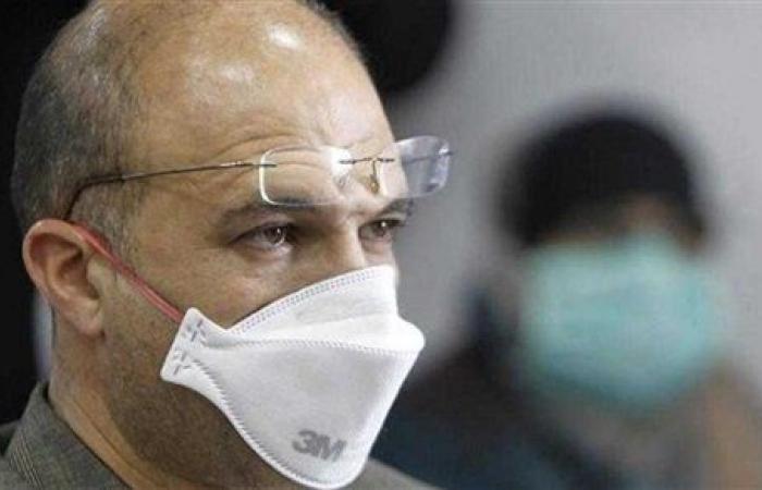 وزير الصحة اللبناني يعطي لقاح كورونا لممرضة بمستشفى الحريري.. فيديو