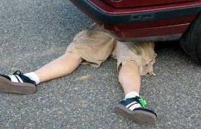 العناية الإلهية تنقذ رجلاً من تحت عجلة سيارة نقل محملة بالبنزين