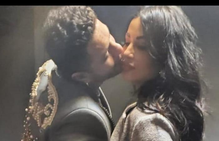 أحمد الفيشاوي يحتفل مع زوجته بعيد الحب برسالة رومانسية وقبلة.. صور