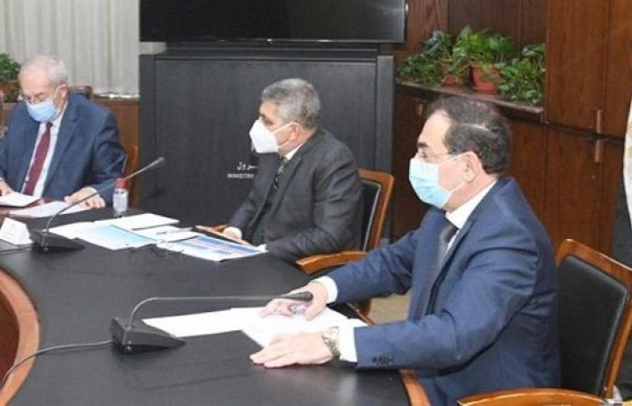 وزير البترول يبحث أخر التطورات بمشروع تموين السفن بالموانئ المصرية