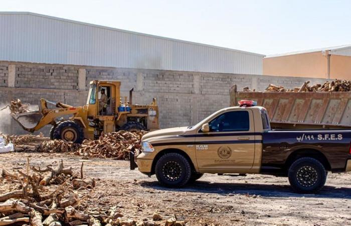 بالصور.. ضبط 120 طنًّا من الحطب المحلي المعد للبيع في الرياض