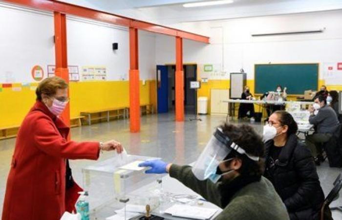 انطلاق الانتخابات العامة في كتالونيا الإسبانية