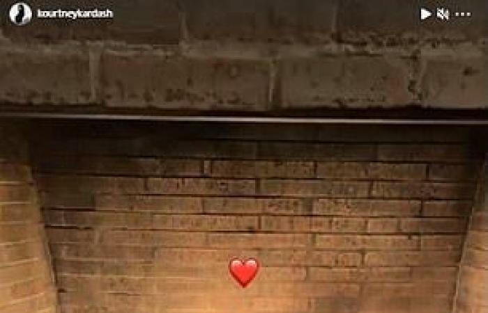 كورتني كاردشيان تحتفل بعيد الحب مع صديقها الجديد ترافيس باركر.. صور