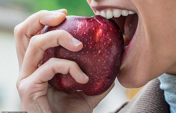 التفاح يقلل من خطر الإصابة بالزهايمر ويحفز تكوين الخلايا العصبية