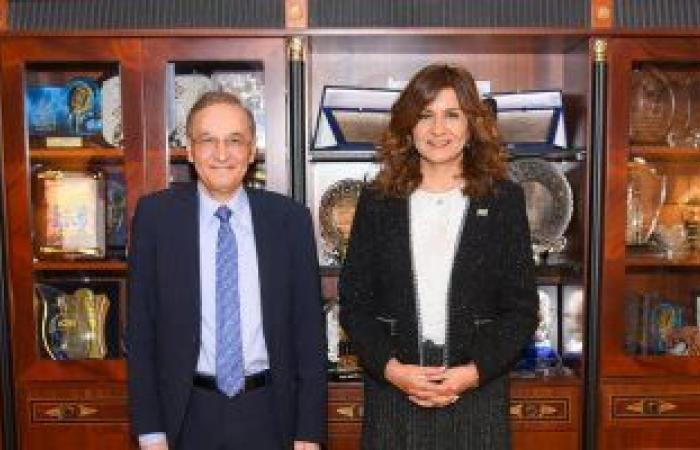 وزيرة الهجرة تستقبل خبيرا مصريا بالخارج فى مجال ميكنة التأمين الصحى بفرنسا