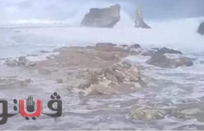 شاهد.. لحظة ارتفاع الأمواج بشكل هائل وخروجها من الشاطئ في مطروح