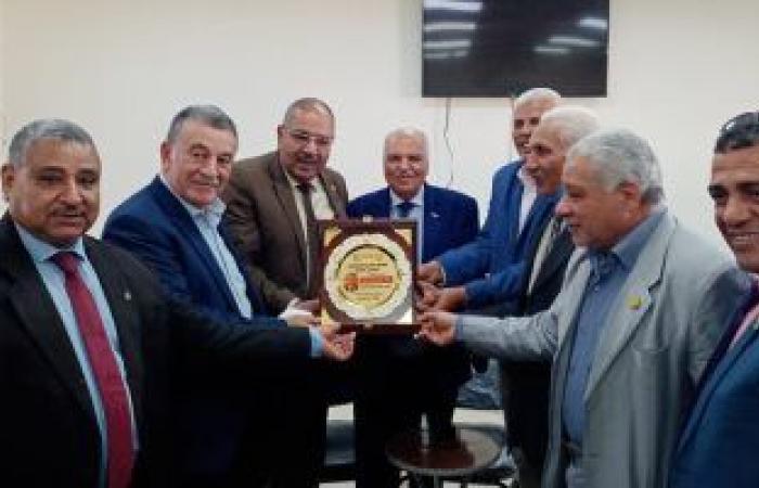 نقيب المعلمين: تخصيص 3 آلاف فدان بالوادى الجديد للنقابة بنظام حق الانتفاع