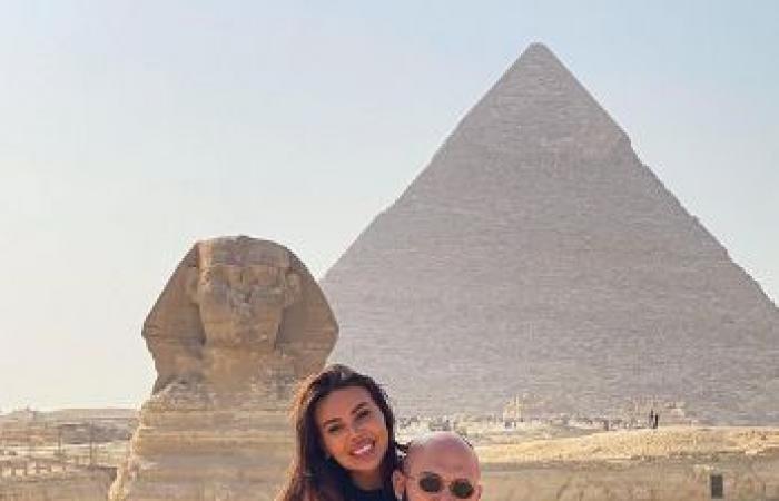 7 صور من زيارة المغنى الروسى الشهير دى جى وعائلته إلى أهرامات الجيزة