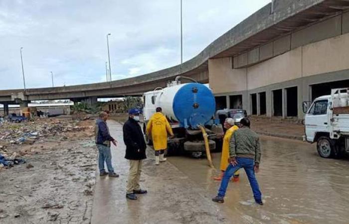 """""""تنفيذي الإسكندرية"""" يواصل متابعة شفط مياه الأمطار من الميادين"""
