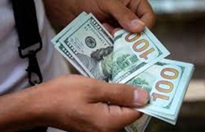 أسعار الدولار مقابل الجنيه بداية تعاملات اليوم بالبنوك المصرية
