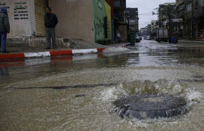 """إسرائيل """"تغرق"""" أراض زراعية في غزة بمياه الأمطار.. صور"""