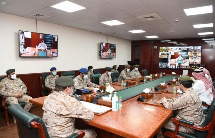 اللواء البلوي يستعرض خطة تحصين منسوبي القوات المسلحة بلقاح كورونا