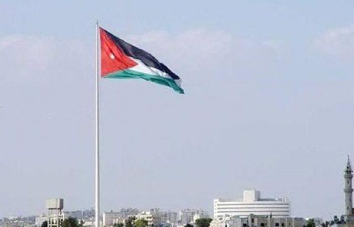 قطع للطرق وانهيارات ترابية.. ماذا يحدث بالأردن؟