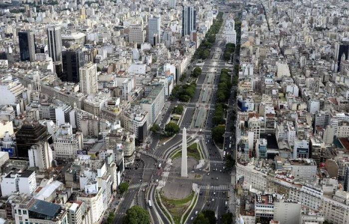 """لقاح """"كورونا"""" يتسبب في إقالة وزير الصحة الأرجنتيني"""