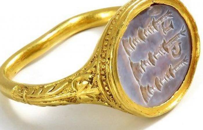 بيع خاتم ذهب أصلي عمره 400 عام بمبلغ طائل بعد العثور عليه بالصدفة