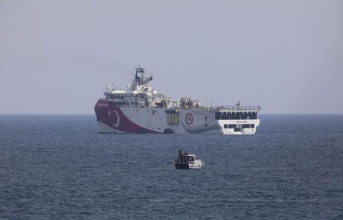 """الجيش التركي يواجه مقاتلات يونانية أطلقت أعيرة قرب سفينة تركية بـ""""رد فوري"""""""