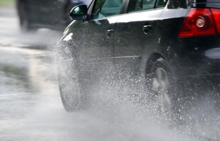 للسائقين.. نصائح لقيادة بأمان أثناء هطول الأمطار