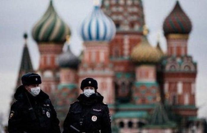 روسيا تسجل أدنى حصيلة بإصابات كورونا اليومية منذ أكتوبر الماضي
