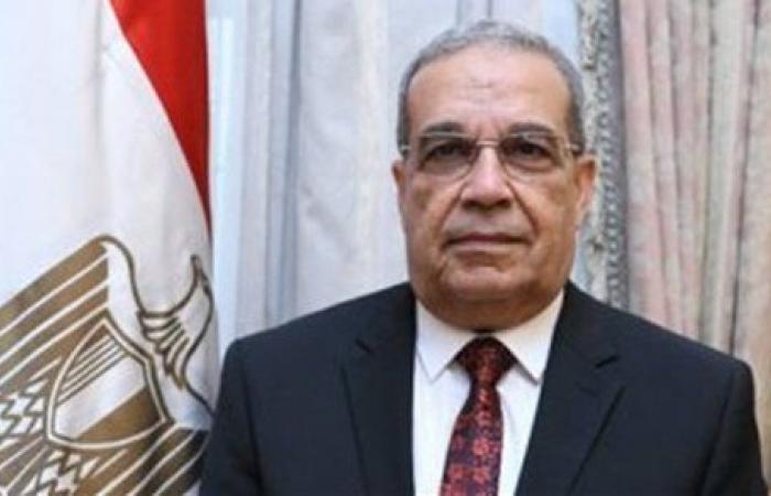 """وزير الدولة للإنتاج الحربي يعود إلى القاهرة بعد انتهاء زيارته لمعرض """"IDEX 2021"""" بأبو ظبي"""