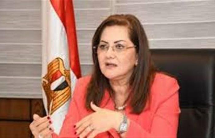 وزيرة التخطيط تخصص 750 جنيها لدعم مشروع تبطين الترع