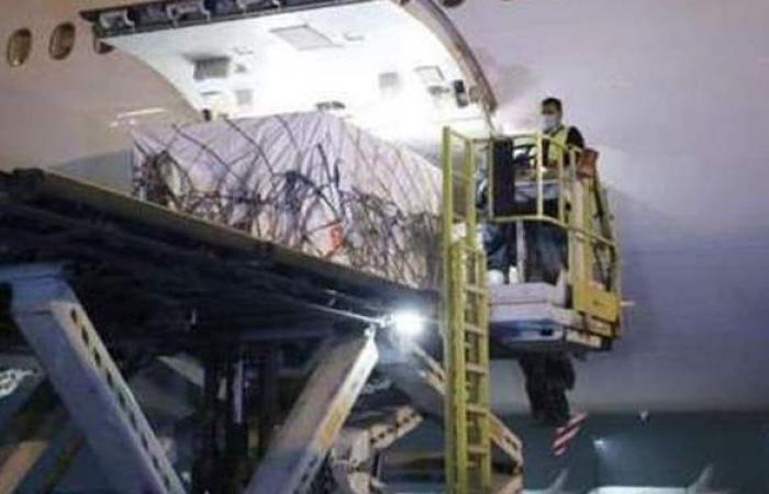 لحظة وصول شحنات من لقاح سينوفارم الصيني المضاد لكورونا مطار القاهرة | فيديو