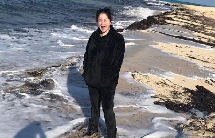 مي نور الشريف تستمتع بأجواء الشتاء على طريقتها الخاصة