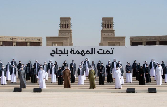 حاكم دبى وولى عهد أبوظبى يكرمان فريق عمل مسبار الأمل.. فيديو وصور