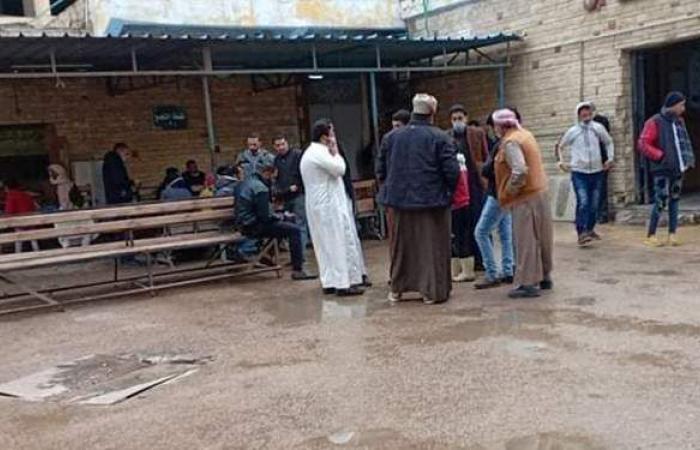 أهالي ضحايا مركب بحيرة مريوط ينتظرون الجثامين أمام مستشفى العامرية | صور