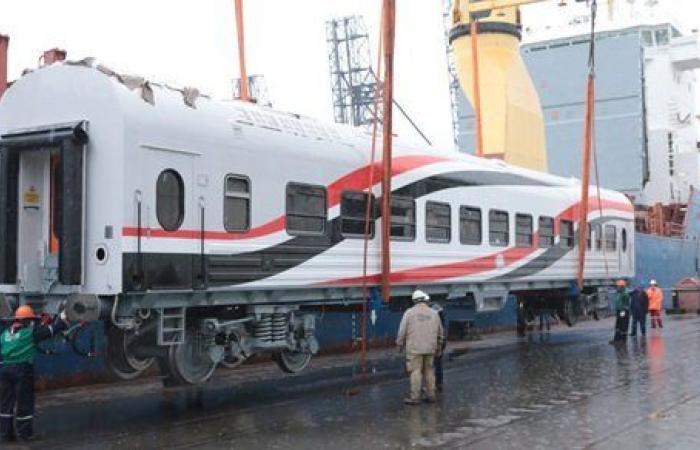 وزير النقل: السيسي ساهم في إنجاز الصفقة التاريخية لتطوير عربات القطارات
