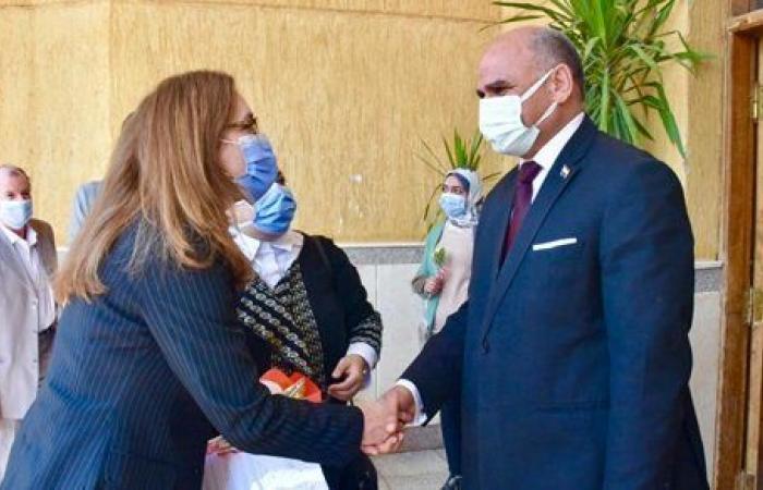 """رئيس """"جامعة الأقصر"""" يستقبل سفيرة كوبا بمقر الجامعة .. صور"""