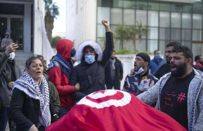 رئيس كتلة النهضة بالبرلمان التونسي: سننزل إلى الشارع