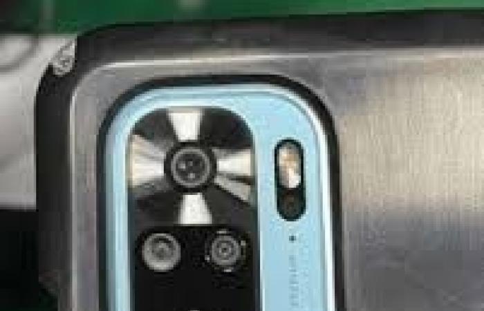 للمرة الأولى.. تسريبات تكشف صور علبة هاتف Redmi Note 10 Pro ومحتوياتها