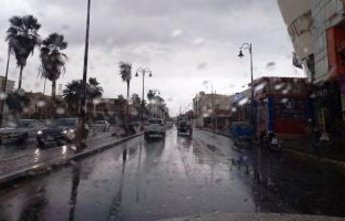 أمطار خفيفة بمناطق القاهرة والجيزة وسط انتشار الخدمات المرورية