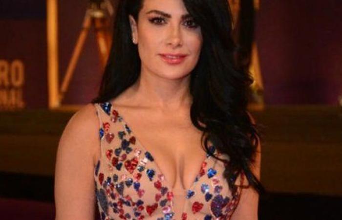 بـ الأورنج الفسفوري .. صبا مبارك تستعرض جمالها بإطلالة كاجوال .. شاهد