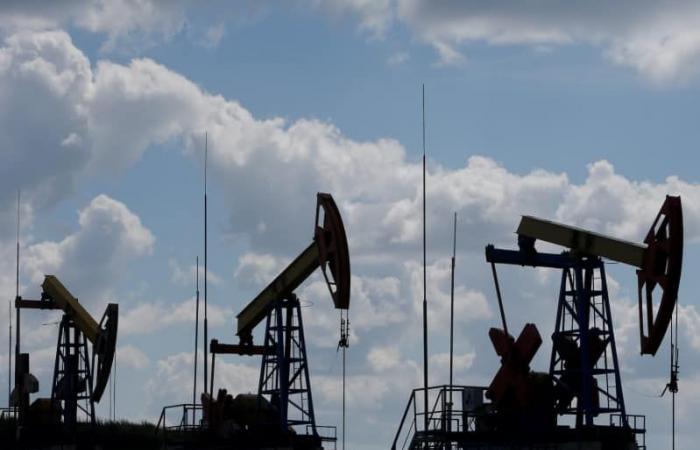 أسعار النفط تتراجع وبرنت يسجل 64.18 دولار