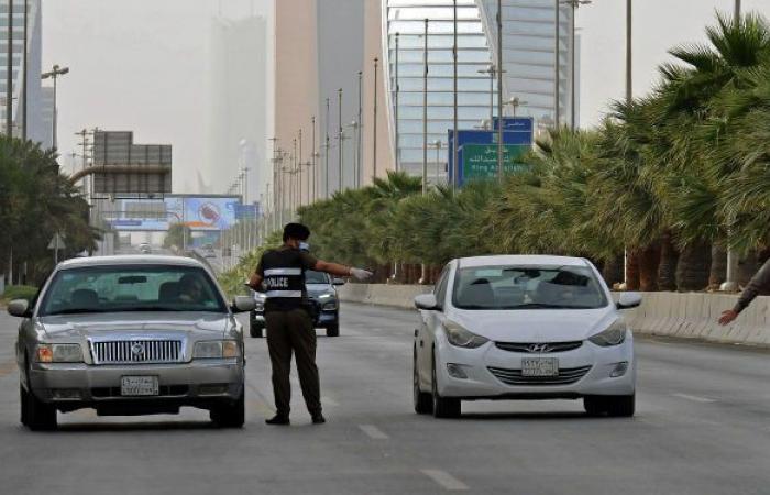 مواطن سعودي ينشر فيديو يشتم فيه رجال الشرطة... والأمن يلقي القبض عليه