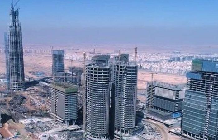 أعلى برج في أفريقيا بالعاصمة الإدارية الجديدة يقترب من الانتهاء.. شاهد