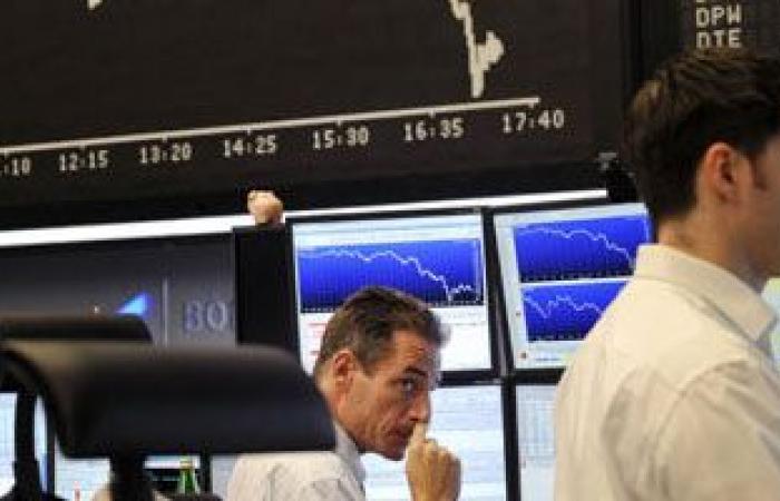أسهم أوروبا تهوى 1.5 % مع تصاعد عمليات بيع السندات